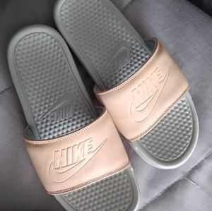 NEW Nike Benassi Slides Tan 8.5 9